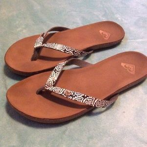 Roxy sandals size 8, excellent condition